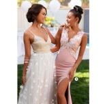 Magisk Isabella lace gown brudepigekjole og Eline flower gown brudkjole fra Moments New York