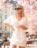 Shoppa klänningar med knytdetaljer från Make Way