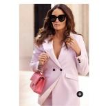 Carolina Gynning Blazer finns i rosa och svart