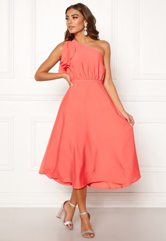 a677b2831418 BUBBLEROOM Carolina Gynning One shoulder dress Coral Bubbleroom.dk