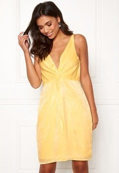 BUBBLEROOM Marianna front twist dress Light yellow Bubbleroom.dk