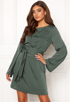 Moa Mattsson X Bubbleroom Wide tie dress Green Bubbleroom.dk