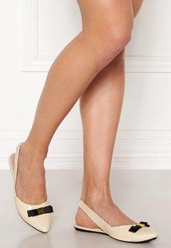 Butterfly Twists Maren Shoes Cream/Black Patent Bubbleroom.dk