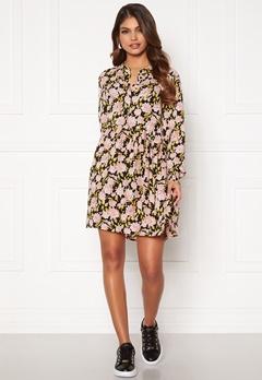 Jacqueline de Yong Carmen L/S Short Dress Black, aop:Flowers Bubbleroom.dk