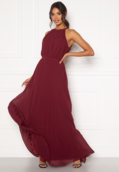 Chi Chi London Aida Pleated Maxi Dress Burgundy Bubbleroom.dk