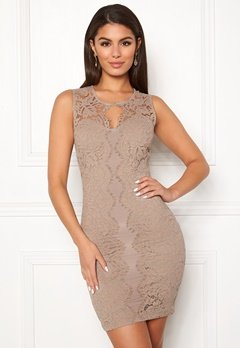 Chiara Forthi Corso scallop lace dress Light nougat Bubbleroom.dk
