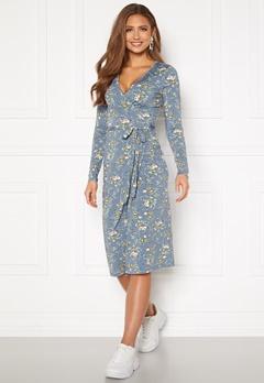 Chiara Forthi Sonnet wrap midi dress Blue / Floral Bubbleroom.dk
