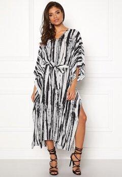 DAGMAR Vanya Dress White/black Print Bubbleroom.dk