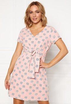 DRY LAKE Mindy Dress 848 Pink Medallion P Bubbleroom.dk