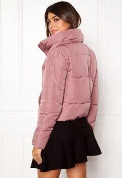 Jacqueline de Yong Erica Short Padded Jacket Nostalgia Rose Bubbleroom.dk