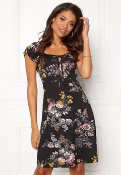 Happy Holly Tessan dress Black / Patterned Bubbleroom.dk