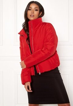 Jacqueline de Yong Erica Short Padded Jacket Goji Berry Bubbleroom.dk