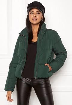 Jacqueline de Yong Erica Short Padded Jacket Ponderosa Pine Bubbleroom.dk