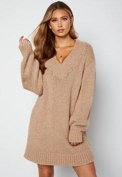 Lojsan Wallin x BUBBLEROOM Chunky knitted sweater dress Light beige bubbleroom.dk