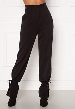 Martine Lunde X Bubbleroom Tied suit trousers Black Bubbleroom.dk