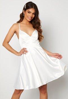 Moments New York Angela Satin Dress White Bubbleroom.dk