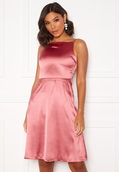 Moments New York Laylani Satin Dress Pink Bubbleroom.dk