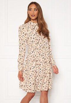 OBJECT Nelle L/S Short Dress Sandshell AOP Bubbleroom.dk