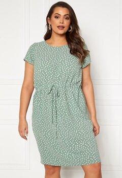 Only Carmakoma Luxina SS String Tunic Dress Chinios Green AOP-Ka<br>  Bubbleroom.dk