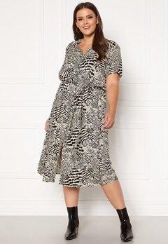 Only Carmakoma Tukzu SS Calf Shirt Dress Ecru, AOP Leoness Bubbleroom.dk
