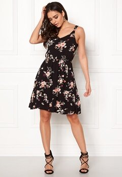 ONLY Karmen S/L Short Dress Black Flower Print Bubbleroom.dk