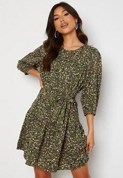 ONLY Thora 3/4 Belt Dress Four Leaf Clover Bubbleroom.dk