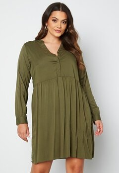 Vero Moda Curve Veronica LS Dress Ivy Green bubbleroom.dk