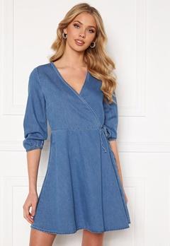 VERO MODA Henna 3/4 Wrap Dress Light Blue Denim Bubbleroom.dk