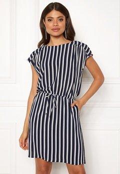 ba89d7547f4c VERO MODA Sasha Bali Short Dress Navy Blazer Stripe Bubbleroom.dk