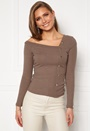 Flariana button top